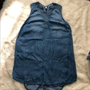 Maternity chambray sleeveless dress medium